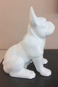 Statue chien blanc