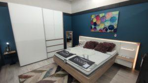 Chambre : Lit et armoire